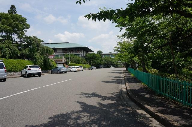 弁天さん坂道右側駐車場