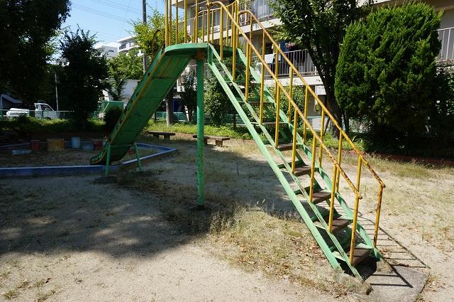 水尾東遊園すべり台階段側