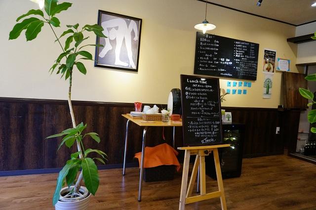 カフェターヴォラ店内スペース