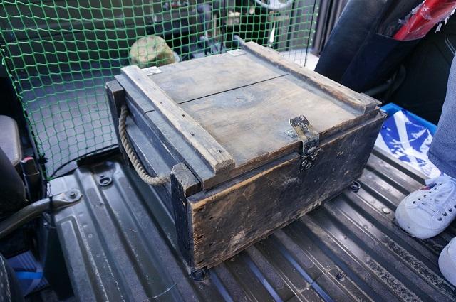 高機動車内のボックス