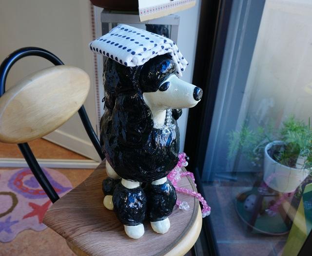 犬のお風呂屋さんまさご屋の中に犬の置物
