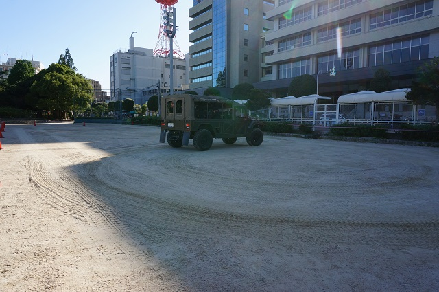 自衛隊車両高機動車の走行