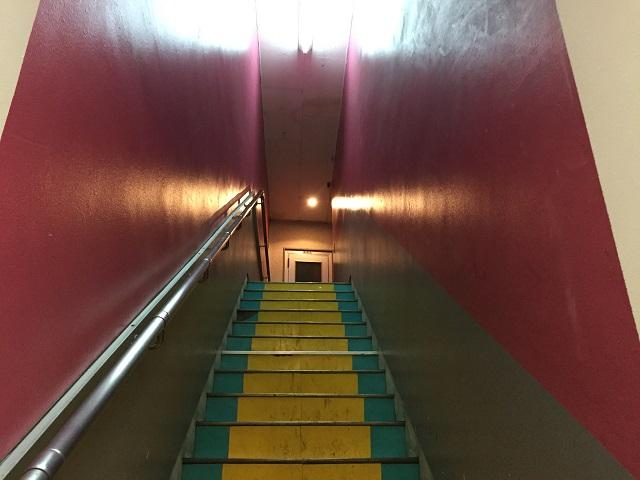 まりあなカフェへの階段1