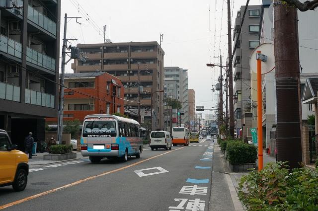 東駅前公園からJR茨木駅のほう