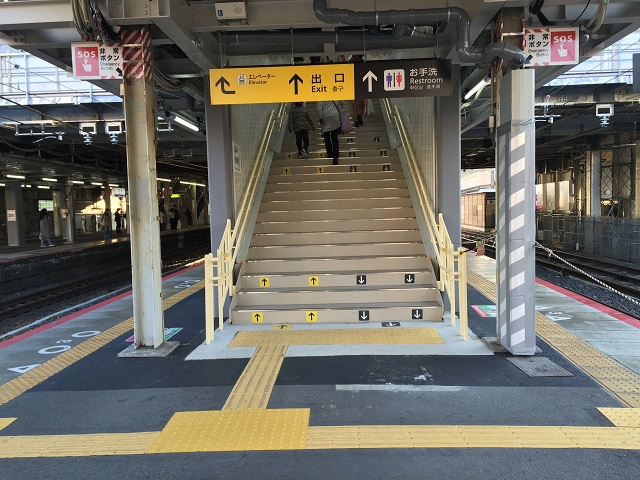1105JR茨木京都方面ホーム階段IMG_450911月3日