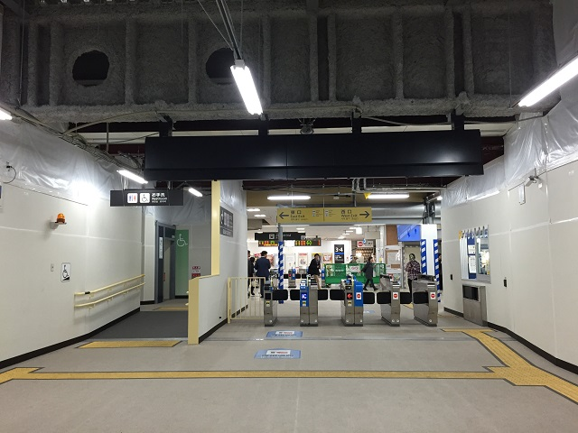 1105JR茨木仮改札構内11月3日