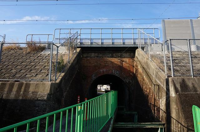 JR高架三島中の反対側からトンネルを見るDSC02956