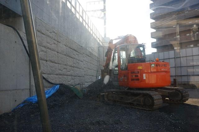 JR総持寺線路沿い大阪の方DSC02946