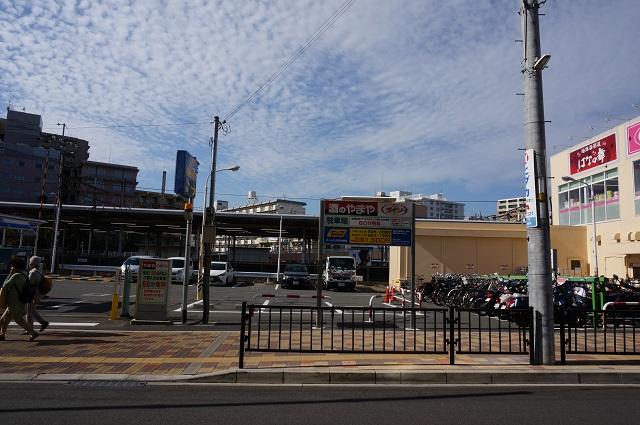 やまや横駐車場全景DSC01647