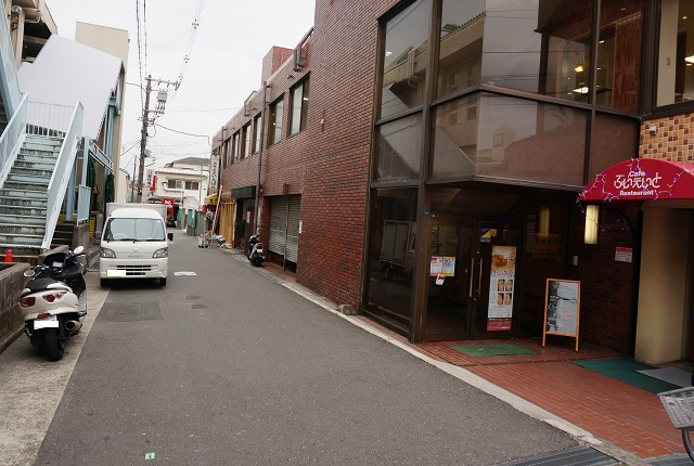 JR茨木東側ぶいえいと前道路DSC03831