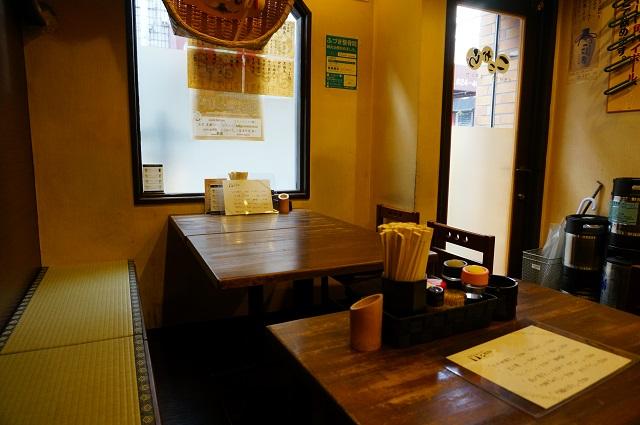 ここから店内テーブル席1DSC03596