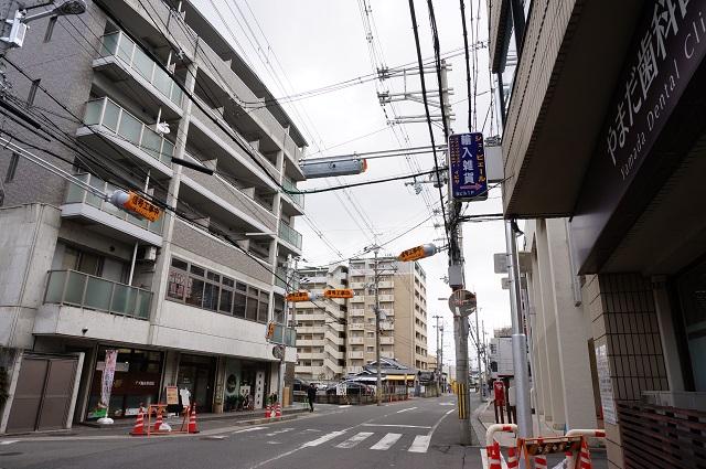 阪急東側ガンコの前の通りに信号設置DSC04154