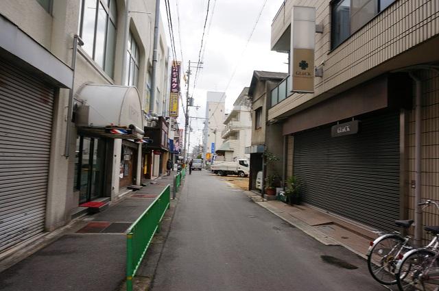 阪急東のほうの信号から南を見るDSC04156