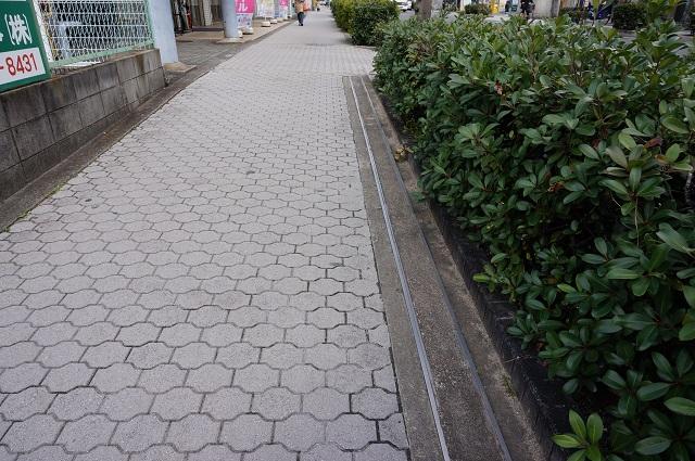 高瀬川通り阪急方面歩道のレール4DSC04332