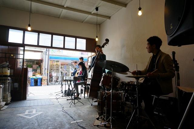 ツミキ食堂ライブの様子2DSC05560