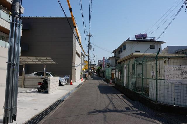 茨木別院定期駐輪場前を南へDSC06447