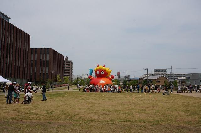 0521立命館イベントで茨木童子ふわふわ2DSC06108