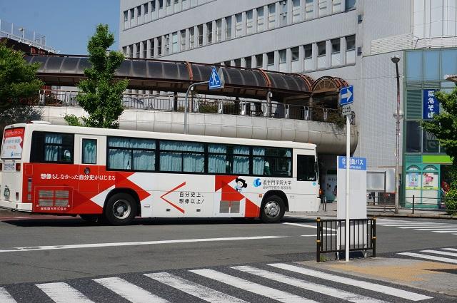 阪急駅前に追大行きバスDSC06303
