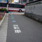 東西通りを京阪バスが通るDSC05959