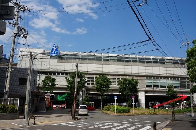 案内モノレール南茨木にバス停DSC06329