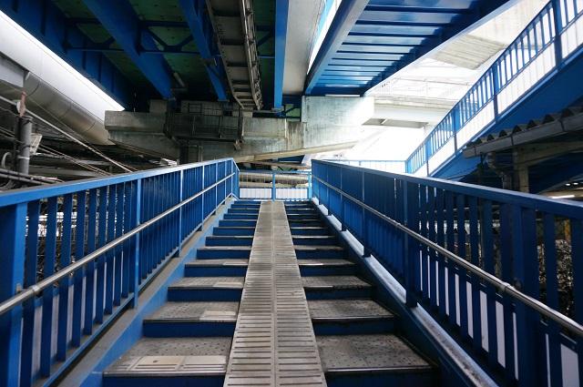 南茨木陸橋への階段DSC06340