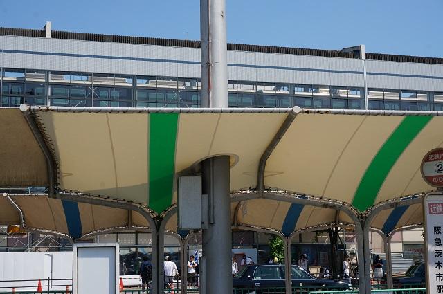 阪急バスの停留所の屋根部分DSC06281