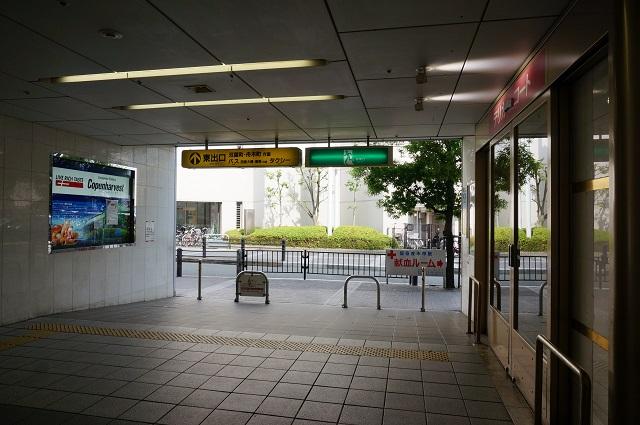 阪急茨木市駅東側出口に柵DSC07644