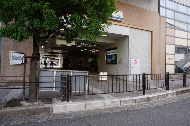 阪急茨木市駅東側歩道DSC07640