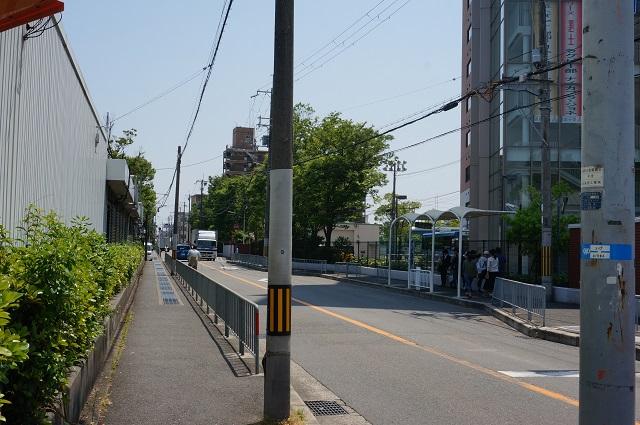 摂南大前バス停茨木方面DSC06406
