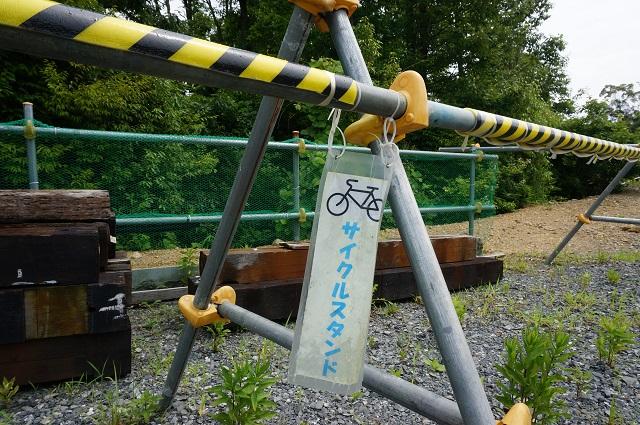 0717安威川ダム自転車スタンド金属製のアップDSC07823