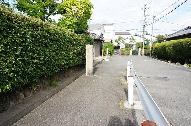 阪急総持寺そばの石碑DSC08418