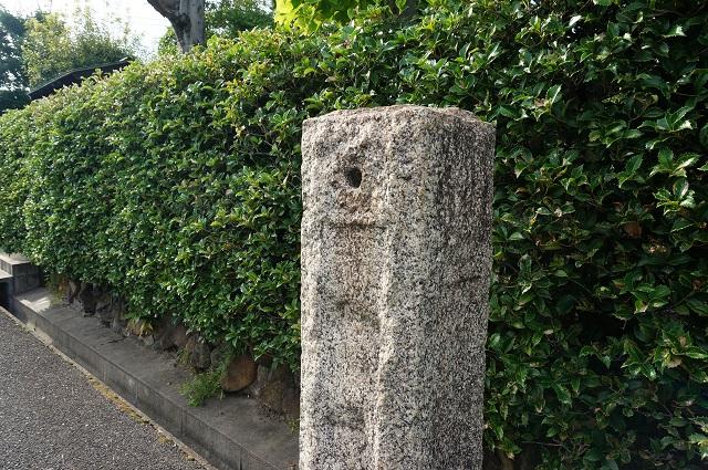 阪急総持寺そばの石碑アップでDSC08422