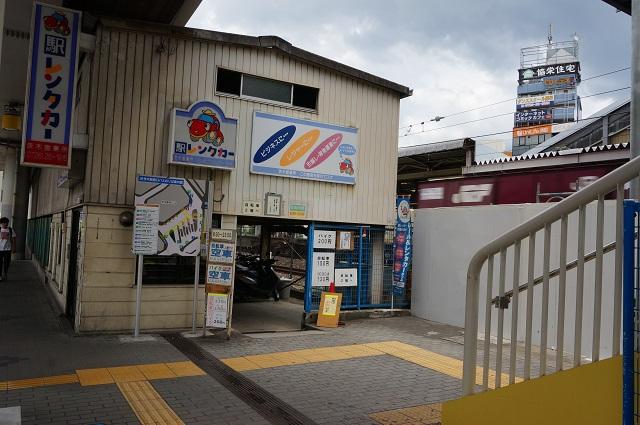 茨木駅レンタカー駐輪場入口DSC08283