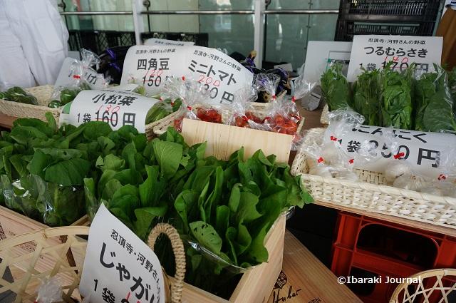 茨木マルシェで野菜販売DSC08978