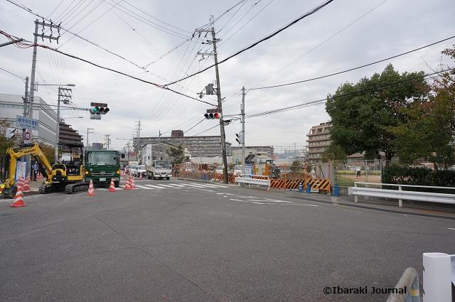 総持寺交番からJRの線路のほうDSC09187