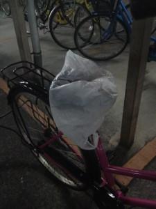 雨から自転車を守ってくれる、座席カバー
