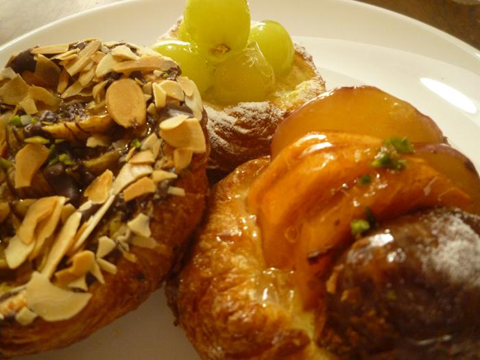 茨木市の春日商店街にあるル・ペトランのデニッシュパン