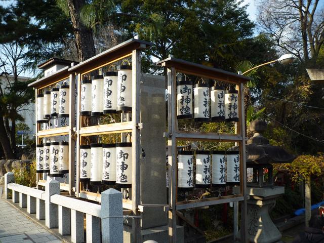 茨木神社31日正面左