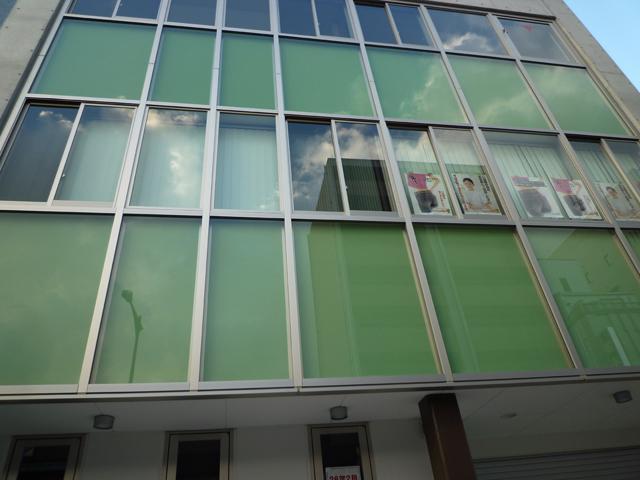 茨木市中央通りの新しい病院は三階建て