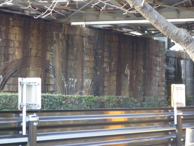 茨木市川端通りのJR高架のトンネル跡の大阪方面側