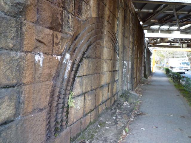 茨木市川端通りのJR高架のトンネル跡