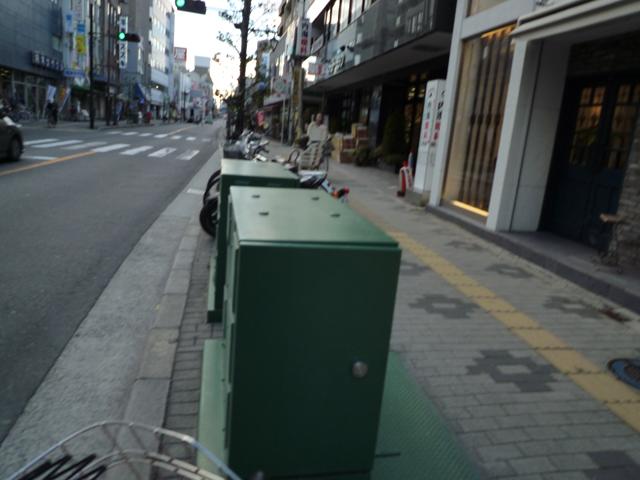 医院に向かって左手はJR茨木駅