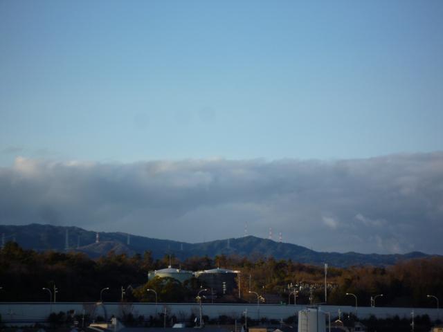 茨木の山にかかる雲