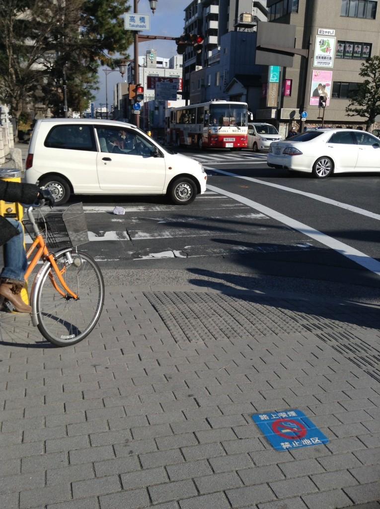 茨木市高橋の交差点で落し物のタオル
