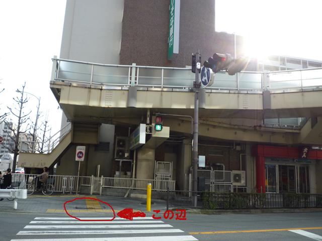 JR茨木のショップタウンの交差点、水が垂れてるところ