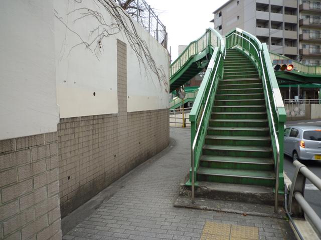 JR高架の歩道橋