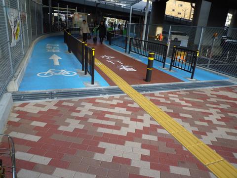 南茨木駅の自転車専用レーン
