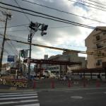 茨木の弁天下交差点のガソリンスタンド工事中0212