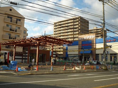 茨木の産業道路沿い「弁天下」交差点のガソリンスタンド工事中0212-2