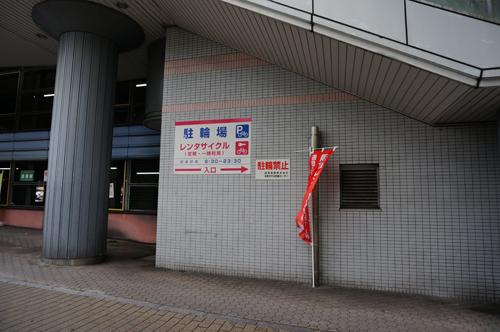 阪急レンタサイクルへの道効高架